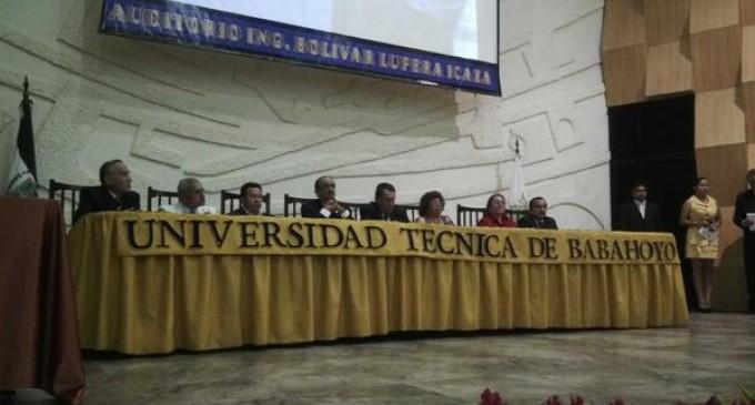 Rafael Falconí asumió rectorado de la UTB
