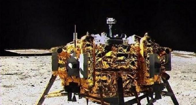 China anuncia el 'éxito total' de su primer aterrizaje en la Luna
