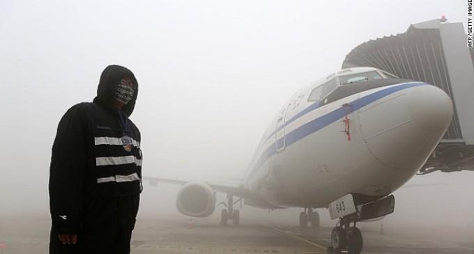 """La contaminación obliga a los pilotos en China a entrenarse para """"aterrizar a ciegas"""""""