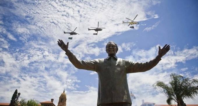Inaugura Zuma estatua de Mandela en Pretoria