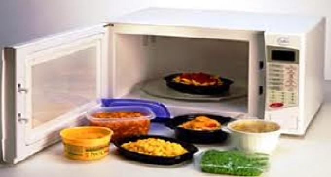 ¿Se puede comer sano usando el horno microondas?
