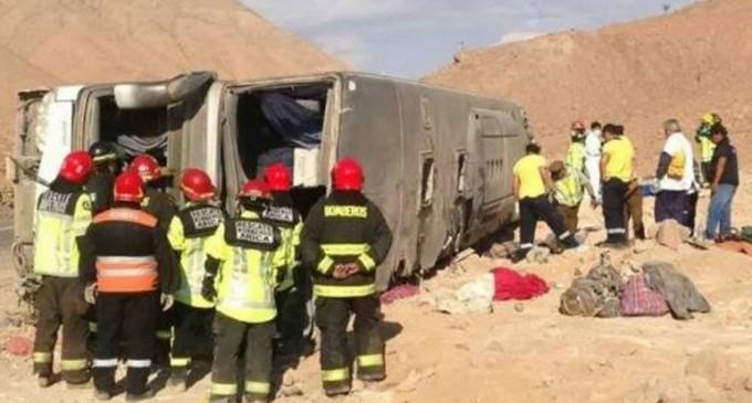 Al menos 10 muertos y más de 40 heridos en accidente de bus boliviano al norte de Chile