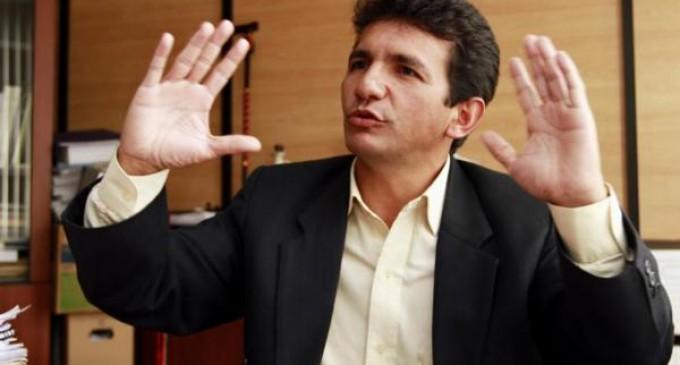Allanaron oficina de asambleísta Cléver Jiménez y domicilio de su asesor Fernando Villavicencio