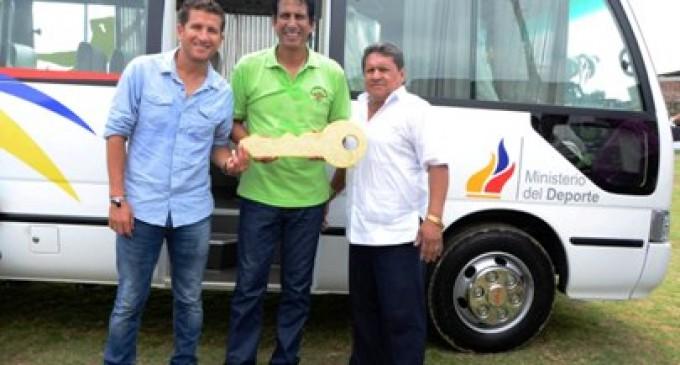 Liga Cantonal de Ventanas recibió  moderno vehículo