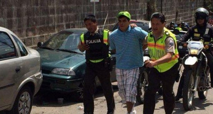 Más de 40 detenidos se fugaron por la puerta principal del CDP de Quito