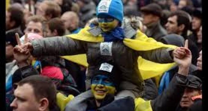 Centenares de heridos y decenas de detenidos en esta batalla campal en Ucrania