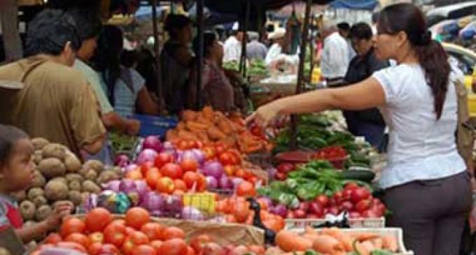 La inflación en Ecuador llega a 2,49% en 11 meses del año y la canasta básica alcanza 617,54 dólares