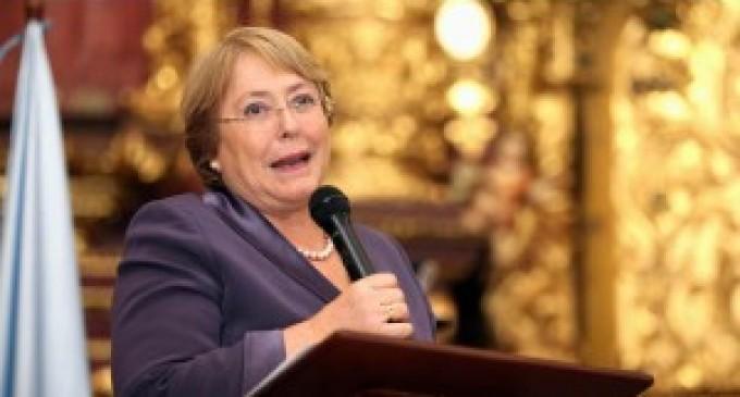 Ecuador felicita triunfo de Michelle Bachelet