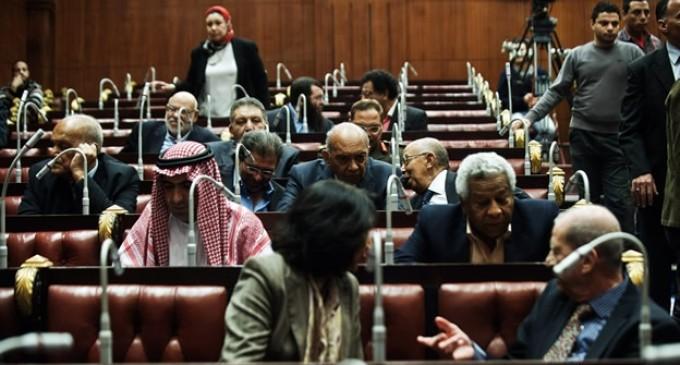 Borrador de la nueva constitución de Egipto le da más poder al ejército