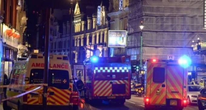 Colapsa techo del teatro Apollo en Londres; habría más de 80 heridos