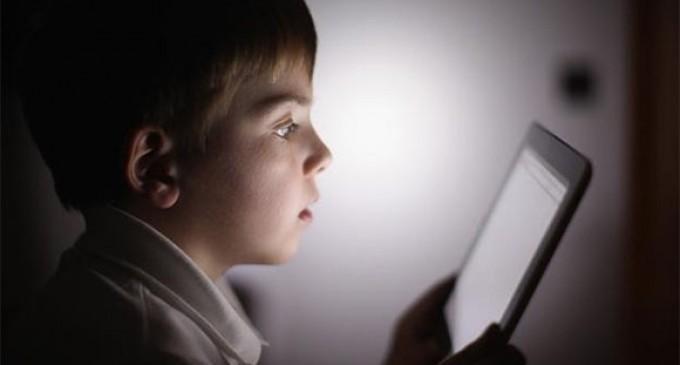 El uso de tabletas daña la salud de los niños