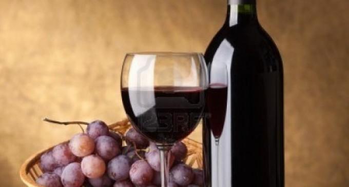 El vino tinto ayuda a prevenir el cáncer en hombres y mujeres