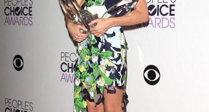 Sandra Bullock arrasó en los PeoplesChoiceAwards.