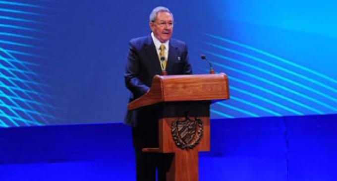 """Presidente de Cuba afirma que los Castro """"son longevos y firmes"""""""