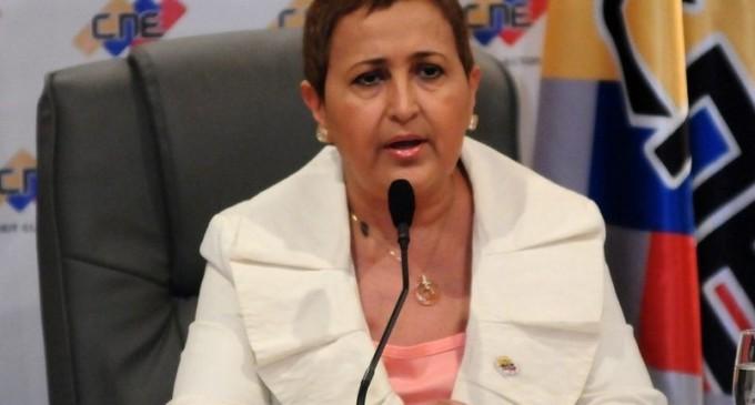 Tibisay Lucena llegaría para el simulacro del voto electrónico