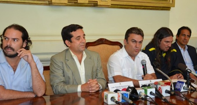 Ministro del Interior y líderes de barras de Barcelona y Emelec alcanzan acuerdo para erradicar la violencia