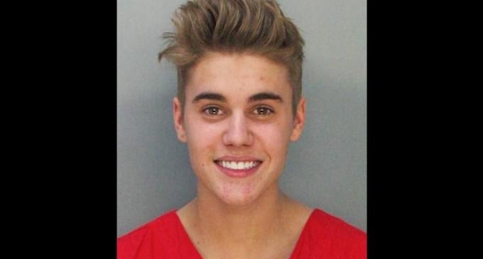 Justin Bieber debe pagar fianza de 2,500 dólares tras su arresto