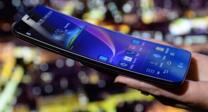 LG anuncia inicio de venta para el primer 'smartphone' curvo en el CES