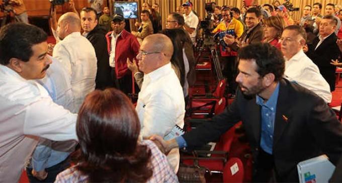 Maduro y Capriles se dan la mano para combatir violencia en Venezuela