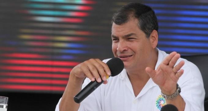 Correa llama la paz en Venezuela y critica a prensa por «manipular» información