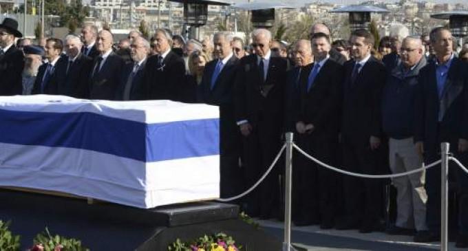 Los restos de Ariel Sharon ya descansan en su rancho familiar