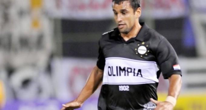 Olimpia despidió al defensor Sebastián Ariosa porque no puede entrenar por un cáncer