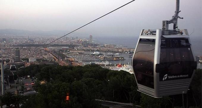 Rescatan a turistas atrapados en teleférico de Barcelona
