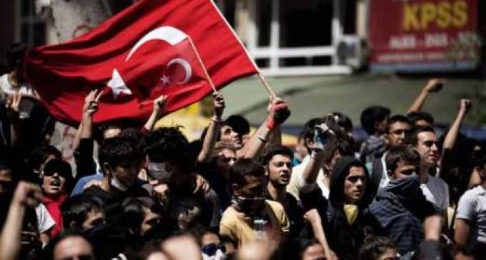 Turquía: protestan contra planes de restringir internet