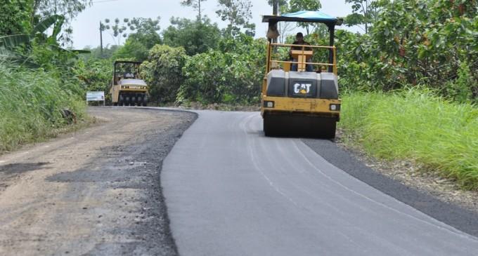 Prefectura reinició asfaltado en vía a Matilde Esther