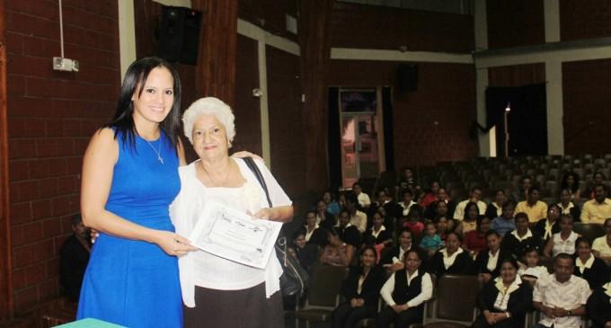 Fundación capacitó a mujeres emprendedoras con apoyo de Prefectura