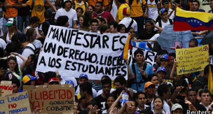 Masivas protestas en Caracas contra gobierno de Maduro