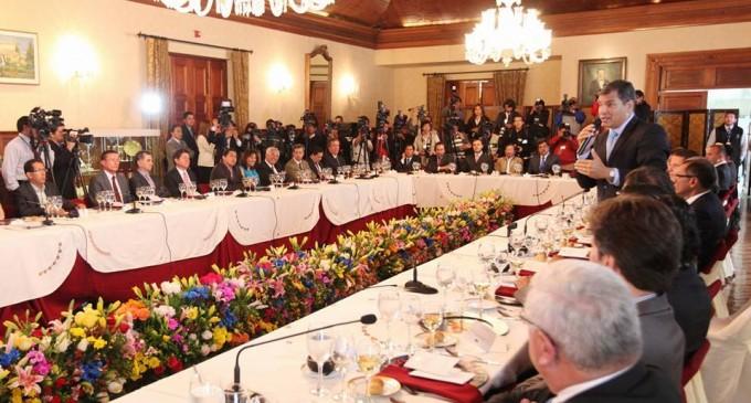 Presidente Correa se reunió con alcaldes y Prefectos