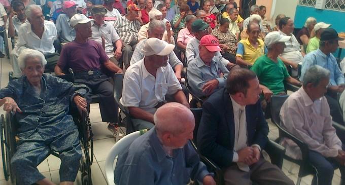 Alfabetización para adultos mayores en Gerontológico de Babahoyo