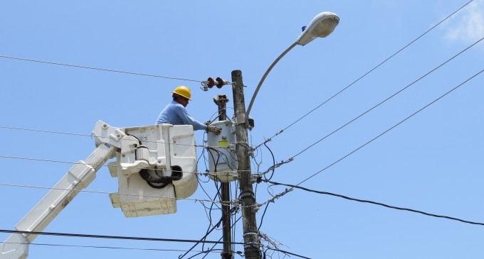 CNEL EP realiza mejoras del sistema eléctrico en Babahoyo