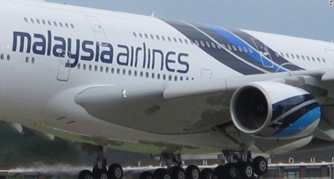 Malaysia Airlines afirma que perdió contacto con un avión que lleva 239 personas a bordo