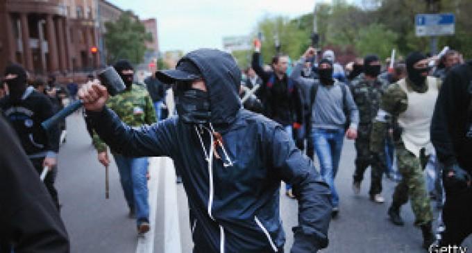 Militantes pro rusos irrumpen con violencia en manifestación por la unidad de Ucrania