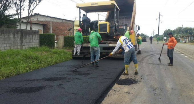 Prefectura asfalta vías de la 20 de febrero