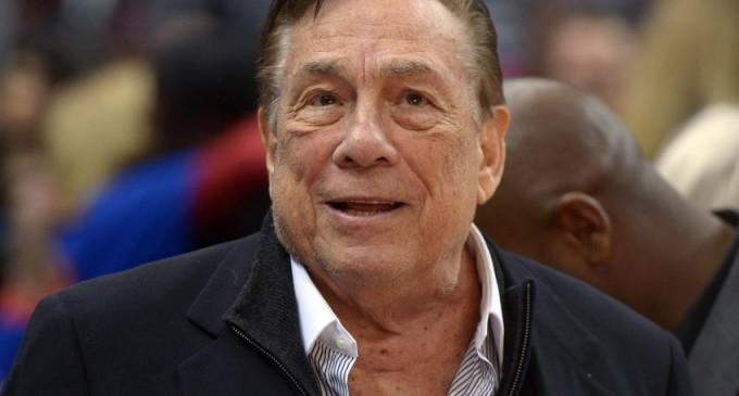 El dueño de los Clippers de la NBA, vetado de la liga de por vida