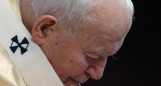 Comienza en Roma Vigilia por canonización de Juan Pablo II y Juan XXIII