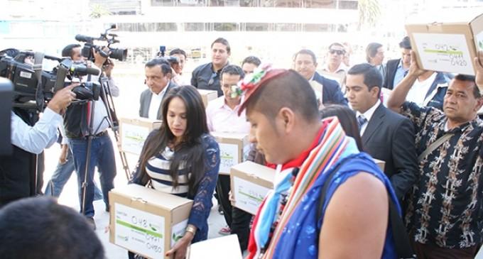 Amazonia Vive realiza segunda entrega de firmas de respaldo a la Consulta Popular