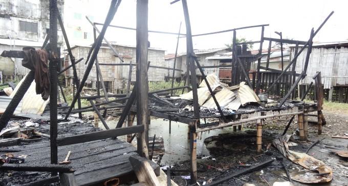 Dos familias que perdieron todo en incendio, recibe atención