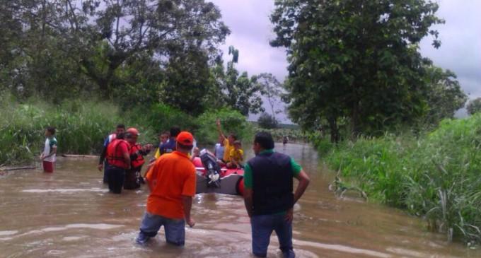80 Familias afectadas por desbordamiento de ríos en Valencia.