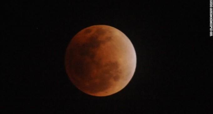 Una 'luna de sangre' será el espectáculo para la vista durante el próximo eclipse total