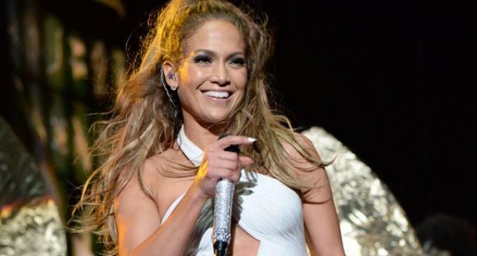Jennifer López ahora dice que sí cantará en la apertura del Mundial