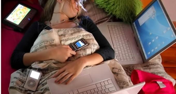 Dormir en una habitación llena de 'gadgets' puede alterar tu sueño