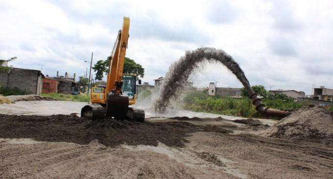 Continúa el relleno hidráulico en barrios de Vinces