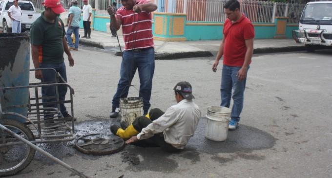 Se realiza limpieza de alcantarillas