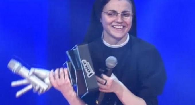 """Sor Cristina ganó en """"La Voz"""" edición Italia"""
