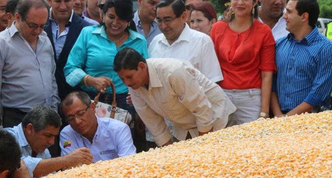 Glas inauguró dos centros de acopio de maíz en Los Ríos
