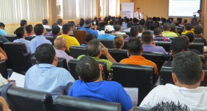 185 técnicos electricistas asistieron a taller de Cocinas de Inducción